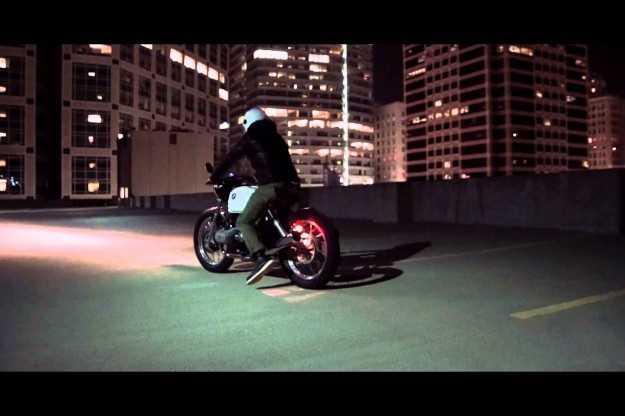 Snygg film med en moddad BMW R100