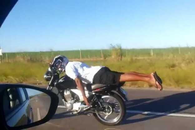 Superman på en Honda i 120 km/h